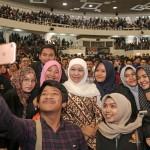 Mensos Khofifah Minta Mahasiswa Peka terhadap Masalah Sosial