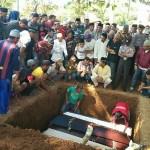FOTO KECELAKAAN BATANG : Pemakaman Seliang 4 Korban Terbakar