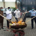 NARKOBA MADIUN : 12.151 Bungkus Jamu Tradisional Ilegal Dibakar di Kejari Madiun