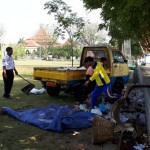 3 Jam Tak Cukup untuk Bersihkan Sampah di Alun-Alun Karanganyar