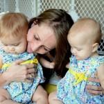 TIPS KELUARGA : Meski Kembar, Ibu Tak Boleh Perlakukan Sama