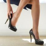 Ilustrasi sepatu hak tinggi  (serenereflexology.com)