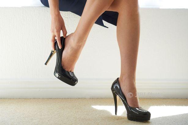 TIPS KESEHATAN : Ladies, Batasi Pemakaian Sepatu High Heels