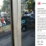 Mabuk Lem, Berandal Tertangkap Kamera Rampas Spion Mobil