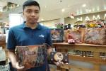 EKONOMI KREATIF : Aplikasikan Batik Tulis ke Aneka Produk