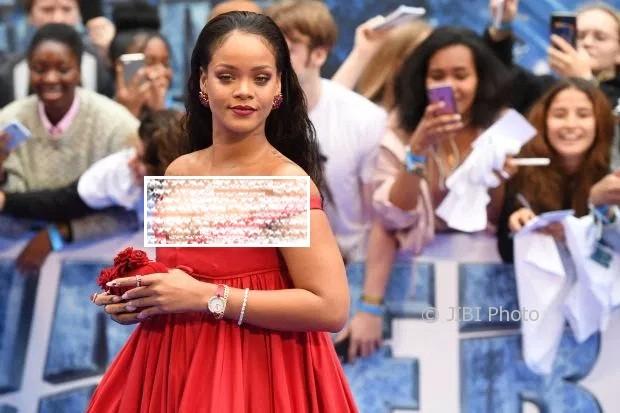 Foto Rihanna yang membuatnya dianggap gemuk. (Mercurynews.com)