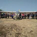 Pesawat yang Mendarat Darurat di Ponorogo Jadi Tontonan