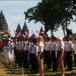 Bercelana Pendek, Belasan Turis Bule Ikut Upacara HUT RI di Prambanan
