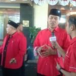 Ketua DPC PDIP Wonogiri yang juga Bupati Wonogiri, Joko Sutopo (kedua kanan) hadir di Rumdin Bupati Sukoharjo dan turut mengantarkan Wardoyo Wijaya mengembalikan berkas formulir pendaftaran Bakal Calon Gubernur Jateng ke Semarang, Kamis (10/8/2017). (Trianto Hery Suryono/JIBI/Solopos)