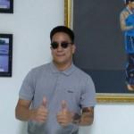 Tambah Koleksi Kacamata, Ben Sihombing Blusukan ke Pasar Triwindu Solo