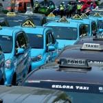 FOTO TRANSPORTASI JATENG : Sopir Taksi Penuhi Jl. Pahlawan Semarang