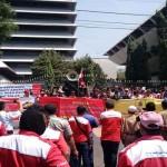 TRANSPORTASI ONLINE : Ratusan Sopir Taksi Gerudug Kantor Gubernur Jateng