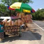 KULINER WONOGIRI : Netizen Berbagi Pengalaman Barter Kerupuk Ndalepak