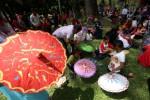 Ceria, Ratusan Anak Berkreasi Lukis Payung di Taman Balekambang