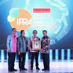 PERUSAHAAN BERPRESTASI : AHM Raih Tiga Penghargaan IPRA 2017