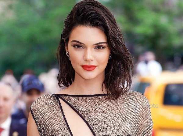 Kendall Jenner Pamer Foto Tanpa Busana, Netizen Fokus ke Jari Kaki