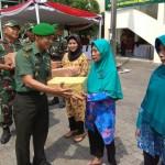 KARYA BAKTI TNI : Kodim Solo Bangun Drainase dan Salurkan Bantuan untuk Warga Manahan