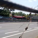 KECELAKAAN SEMARANG : Truk Tangki BBM Terguling, Lalu Lintas di Tol Jatingaleh Tersendat
