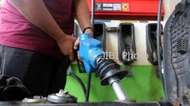 Ilustrasi pengisian mandiri bahan bakar minyak nonsubsidi jenis Pertamax. (Abdullah Azzam/JIBI/Bisnis)