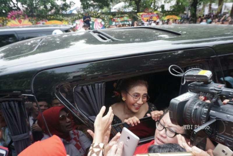 JOKOWI MANTU : Menteri hingga Artis Dikejar-Kejar Warga untuk Minta Foto Bareng