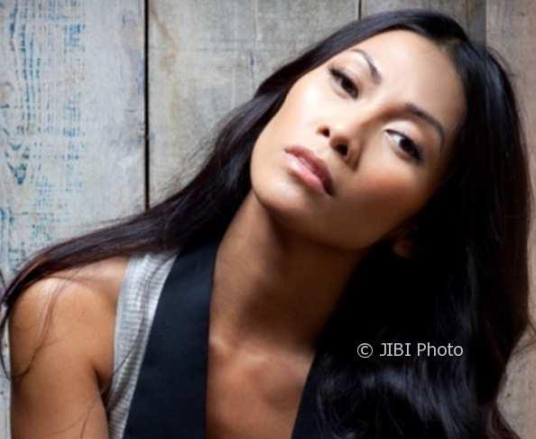 """""""What We Remember"""" Anggun Nangkring di Chart Billboard Dance AS"""