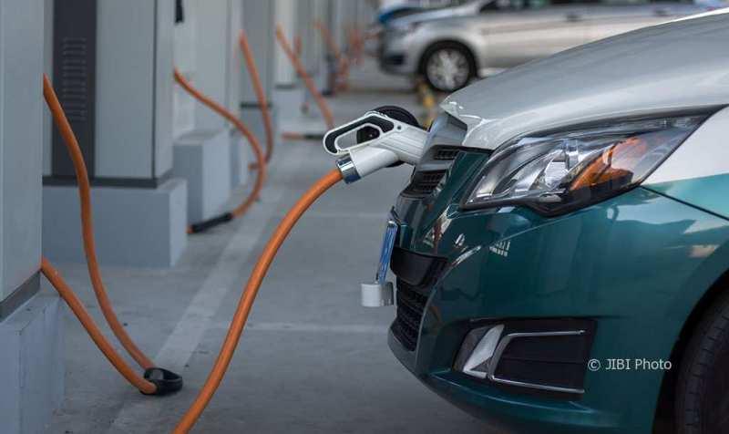 Ilustrasi charger mobil listrik. (Istimewa/carcoops)