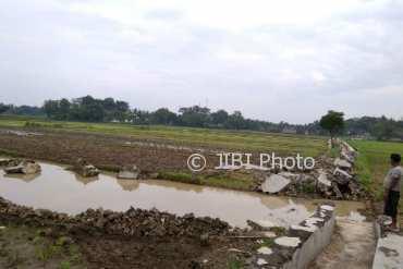 Irigasi di Dusun Dogogan, Desa Sriharjo Imogiri Bantul ambrol. (Rheisnayu Cyntara/JIBI/Harian Jogja)