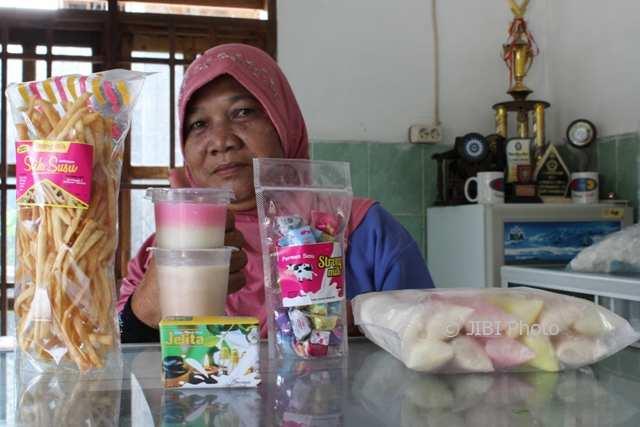 KISAH INSPIRATIF : Kelompok Wanita di Klaten Olah Susu Sapi Jadi Jajanan dan Sabun