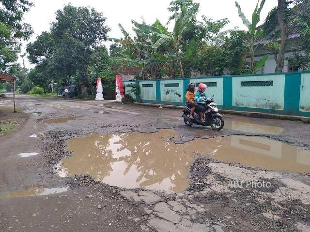 INFRASTRUKTUR KLATEN : Jadi Jalur Pengalihan saat Jalan Pakis-Wonosari Diperbaiki, Jalan Desa Jelobo Kini Rusak