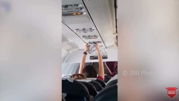 KISAH UNIK : Penumpang Pesawat Keringkan Celana Dalam di AC, Keburu Dipakai?