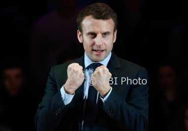 Cerita Presiden Prancis, Dua Kali Dilempar Telur dan Ditampar