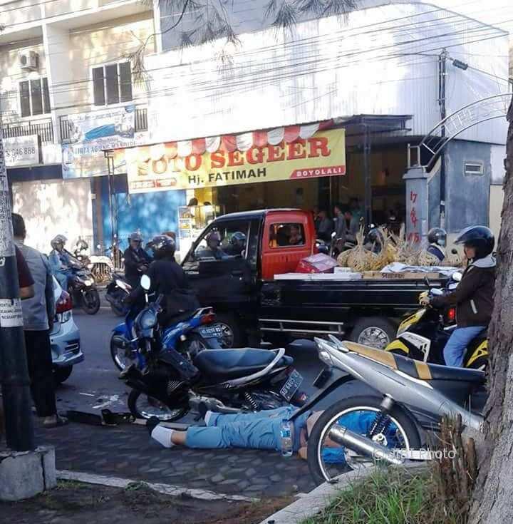 Awas Kecelakaan! 85% Tempat Usaha Solo Gunakan Badan Jalan untuk Parkir