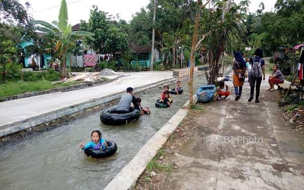 WISATA KENDAL : Rawat Sungai, Warga Desa di Boja Ini Buat Wahan River Tubing