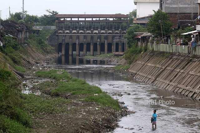 Cuaca Ekstrem Hingga Februari, Puluhan Pompa Antisipasi Banjir Solo Siaga 24 Jam