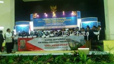 Puluhan mahasiswa dan dosen UIN Sunan Kalijaga mendeklarasikan gerakan anti-hoaks di sela-sela acara Halaqah Santri Nusantara, Rabu (28/3/2018).(Sunartono/JIBI/Harian Jogja)