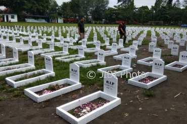 Kuburan massal konter pulsa di lapangan Karang, Kotagede, Rabu (28/3/2018). (Desi Suryanto/JIBI/Harian Jogja)