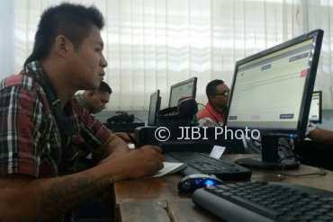 Simulasi Ujian Nasional Berbasis Komputer (UNBK) Paket Kesetaraan di SMA N 2 Jogja dan SMA N 7 Jogja, Senin (19/3/2018). (Harian Jogja-Sunartono)