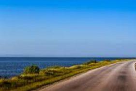 Ilustrasi jalan tol tepi laut. (pxhere.com)