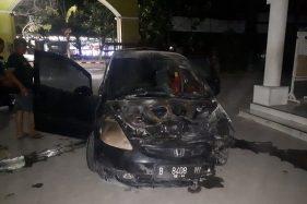 Mobil Honda Jazz Terbakar di Lampu Merah Manahan Solo