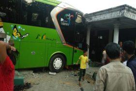Bus Nyelonong Tabrak Bangunan Bekas Balai Desa di Boyolali