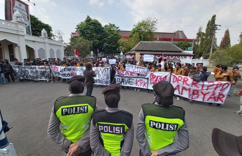 Protes RUU KUHP, Puluhan Mahasiswa Duduki Gedung DPRD Sukoharjo