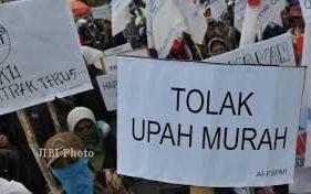 Ilustrasi aksi buruh menolak penetapan upah murah atau UMK rendah. (Solopos-Dok.)