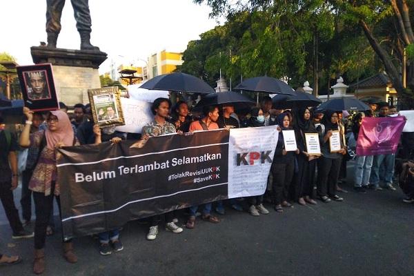 Aksi Kamisan di Solo Kecam Revisi UU KPK & RKUHP