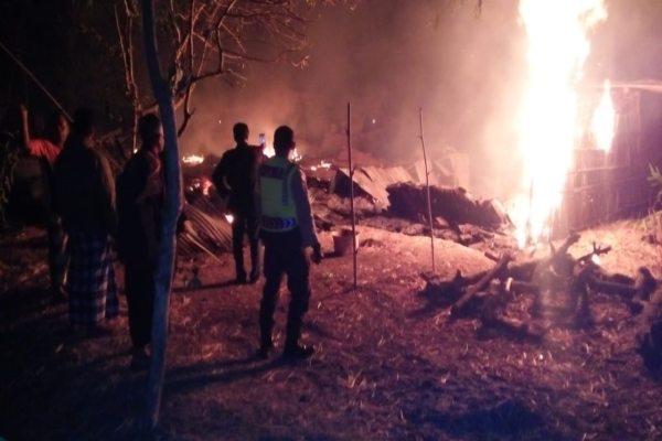 Kebakaran Hanguskan Rumah dan 2 Ekor Sapi Milik Nenek-Nenek di Madiun