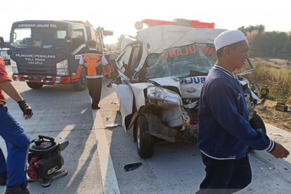 Polisi Belum Tetapkan Tersangka Ambulans Tabrak Truk di Tol Pejagan
