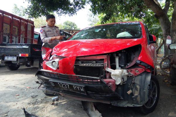 Diseruduk Mobil, 3 Sepeda Motor Bergelimpangan di Jalan Wedi-Bayat Klaten
