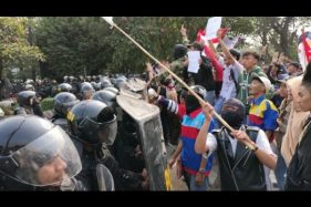 Pelajar STM Bersitegang dengan Polisi: Kami Minta Bapak Tak Kejar Kami!