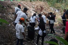 World Cleanup Day, Mahasiswa UKSW Punguti Sampah di Salatiga