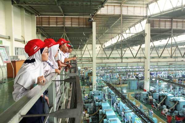AHM Ajak Ribuan Pelajar Tur ke Pabrik