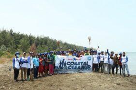 Nelayan Rajungan Pemalang Angkat 3 Ton Sampah dari Pantai Pejarakan